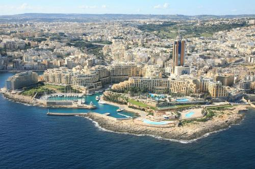 http://www.booking.com/hotel/mt/malta-rent-rooms.html?aid=1728672