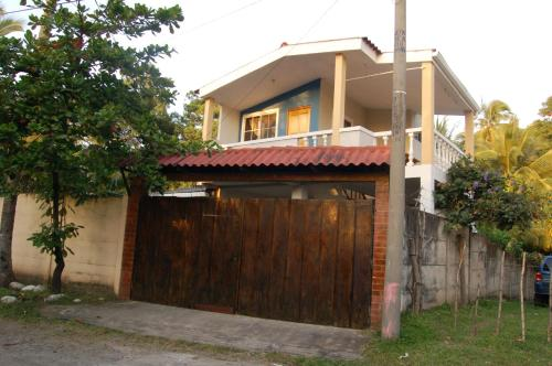 http://www.booking.com/hotel/sv/las-palmeras-surf-house.html?aid=1728672